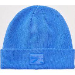 Czapka z aplikacją - Niebieski. Niebieskie czapki zimowe męskie House, z aplikacjami. Za 29,99 zł.