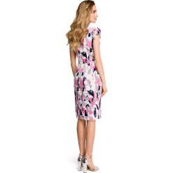 MADRA Sukienka ołówkowa z dekoltem i mini rękawami - model 1. Szare sukienki hiszpanki Stylove, s, z nadrukiem, z tkaniny, mini, dopasowane. Za 169,90 zł.