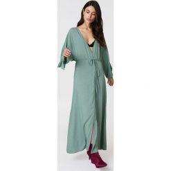 Długie sukienki: NA-KD Boho Sukienka z wiązanym rękawem - Green