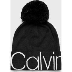 Calvin Klein - Czapka. Czarne czapki zimowe męskie marki Calvin Klein, z dzianiny. Za 179,90 zł.