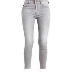LOIS Jeans CORDOBA17 Jeans Skinny Fit frayed stone. Szare jeansy damskie marki LOIS Jeans, z bawełny. W wyprzedaży za 275,40 zł.