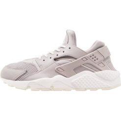 Trampki damskie slip on: Nike Sportswear AIR HUARACHE RUN Tenisówki i Trampki atmosphere grey/summit white