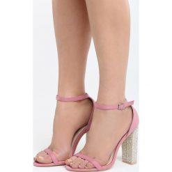 Ciemnoróżowe Sandały Great Fall. Białe sandały damskie na słupku marki Reserved, na wysokim obcasie. Za 89,99 zł.