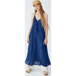 Sukienka na plecionych ramiączkach. Niebieskie sukienki na komunię marki bonprix, z nadrukiem, na ramiączkach. Za 62,90 zł.
