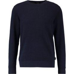 Calvin Klein SASMA STRUCTURED Sweter blue. Pomarańczowe kardigany męskie marki Calvin Klein, l, z bawełny, z okrągłym kołnierzem. W wyprzedaży za 374,25 zł.