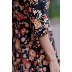 Sukienki: Sukienka Kaja ciemnogranatowa kwiecista 32