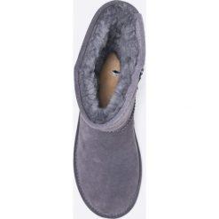 Bearpaw - Botki Elle Short. Szare botki damskie na obcasie marki Bearpaw, z materiału, z okrągłym noskiem. W wyprzedaży za 239,90 zł.