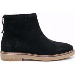 Vagabond - Botki. Czarne buty zimowe damskie marki Vagabond, z materiału, z okrągłym noskiem. W wyprzedaży za 299,90 zł.