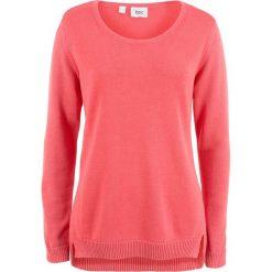 Sweter z rozcięciami po bokach bonprix koralowy. Czerwone swetry klasyczne damskie bonprix. Za 32,99 zł.