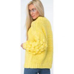 Swetry klasyczne damskie: Sweter z półgolfem żółty MISC4150
