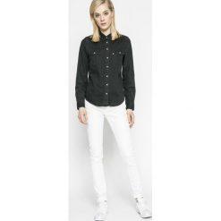 G-Star Raw - Jeansy D-Staq. Białe jeansy damskie marki G-Star RAW, z bawełny. W wyprzedaży za 299,90 zł.
