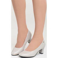 Szare Czółenka Pyrrhic Victory. Szare buty ślubne damskie marki Born2be, ze skóry, z okrągłym noskiem, na słupku. Za 44,99 zł.