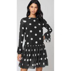 NA-KD Siateczkowa sukienka z okrągłym dekoltem - Black,Multicolor. Sukienki małe czarne marki NA-KD, z meshu, z okrągłym kołnierzem, proste. W wyprzedaży za 48,78 zł.