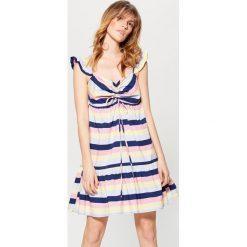 Sukienka w paski Little Princess - Wielobarwn. Szare sukienki marki Mohito, w paski. W wyprzedaży za 49,99 zł.