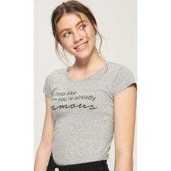 T-shirt z motywującym napisem - Jasny szar. Szare t-shirty damskie marki Sinsay, l, z napisami. Za 9,99 zł.