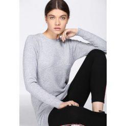 Jasnoszary Sweter All Round. Szare swetry klasyczne damskie Born2be, na jesień, xl. Za 39,99 zł.