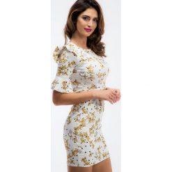 Kremowa sukienka w żółte wzory 1231. Białe sukienki marki Fasardi, l. Za 49,00 zł.