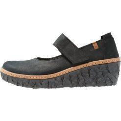El Naturalista MYTH YGGDRASIL Czółenka na platformie black. Czarne buty ślubne damskie El Naturalista, z materiału, na koturnie. Za 469,00 zł.
