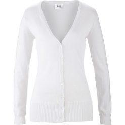 Sweter rozpinany bonprix biały. Białe swetry rozpinane damskie bonprix, z dzianiny. Za 59,99 zł.