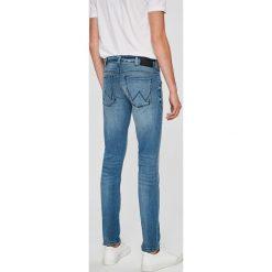 Wrangler - Jeansy Larston. Niebieskie jeansy męskie slim Wrangler. W wyprzedaży za 229,90 zł.
