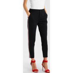 Spodnie dresowe damskie: Freequent NANNI ANKLE SPORTY PIPING Spodnie materiałowe black
