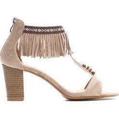 Beżowe Sandały Silver Chain. Brązowe sandały damskie na słupku marki Born2be, z materiału, na wysokim obcasie. Za 89,99 zł.