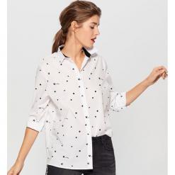 Bawełniana koszula Mickey Mouse Special Collection - Biały. Białe koszule wiązane damskie Mohito, z motywem z bajki, z bawełny. Za 89,99 zł.