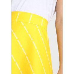 Mads Nørgaard SKIRT Spódnica trapezowa yellow. Niebieskie spódniczki jeansowe marki KIOMI. Za 499,00 zł.