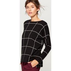 Sweter w kratę - Szary. Szare swetry klasyczne damskie marki Mohito, l. W wyprzedaży za 59,99 zł.