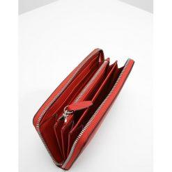 Lancel ENVELOPPE CONTINENTAL  Portfel red lancel. Czerwone portfele damskie marki Lancel. Za 989,00 zł.
