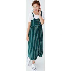 Sukienka midi na ramiączkach z guzikami. Zielone sukienki na komunię Pull&Bear, na ramiączkach, midi. Za 62,90 zł.