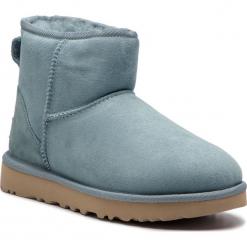 Buty UGG - W Classic Mini II 1016222 W/Scc. Szare buty zimowe damskie marki Ugg, z materiału, z okrągłym noskiem. Za 729,00 zł.