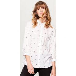 Klasyczna koszula - Biały. Białe koszule wiązane damskie Mohito, klasyczne, z klasycznym kołnierzykiem. Za 79,99 zł.