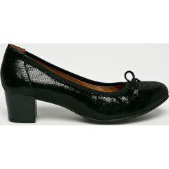 Caprice - Czółenka. Czarne buty ślubne damskie Caprice, z gumy, z okrągłym noskiem, na obcasie. W wyprzedaży za 219,90 zł.