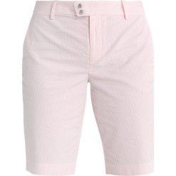 Polo Ralph Lauren Golf TECH Krótkie spodenki sportowe island pink. Czerwone spodenki sportowe męskie marki Polo Ralph Lauren Golf, z bawełny, na golfa. W wyprzedaży za 377,40 zł.