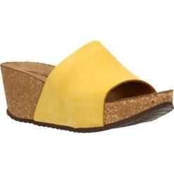 Klapki KEBBA. Żółte klapki damskie marki Kazar, ze skóry, na wysokim obcasie, na obcasie. Za 149,90 zł.