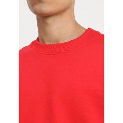 Calvin Klein Jeans MONOGRAM LOGO CREW NECK Bluza red. Czerwone bluzy męskie Calvin Klein Jeans, m, z bawełny. Za 379,00 zł.
