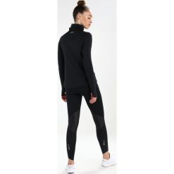 Under Armour REACTOR RUN FUNNEL Koszulka sportowa black. Czarne topy sportowe damskie marki Under Armour, xl, z elastanu. W wyprzedaży za 251,30 zł.