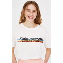 T-shirty damskie: Koszulka z napisem i cekinami