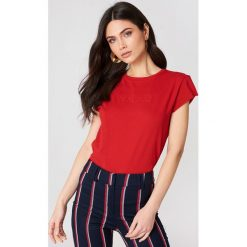 NA-KD T-shirt NA-KD - Red. Czerwone t-shirty damskie marki NA-KD, z okrągłym kołnierzem. W wyprzedaży za 24,29 zł.