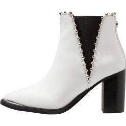 Steve Madden HIMMER Ankle boot white. Białe botki damskie skórzane marki Steve Madden. Za 629,00 zł.