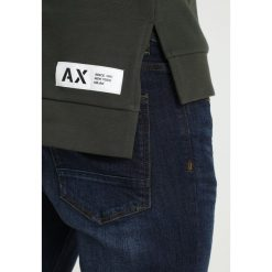 Armani Exchange Bluza z kapturem climbing ivy. Czarne bluzy męskie rozpinane marki Armani Exchange, l, z materiału, z kapturem. Za 569,00 zł.