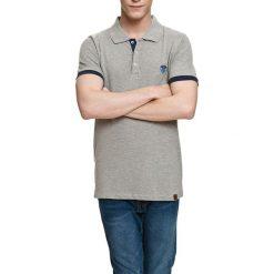Koszulka polo w kolorze jasnoszarym. Szare koszulki polo Camel Active, Varsity, l. W wyprzedaży za 72,95 zł.