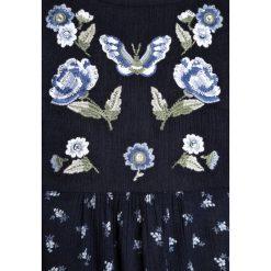Abercrombie & Fitch FLORAL EMBROIDERED Bluzka navy. Niebieskie bluzki dziewczęce bawełniane Abercrombie & Fitch. W wyprzedaży za 143,20 zł.