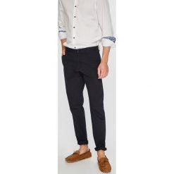 Calvin Klein - Spodnie. Pomarańczowe chinosy męskie marki Calvin Klein, l, z bawełny, z okrągłym kołnierzem. Za 399,90 zł.