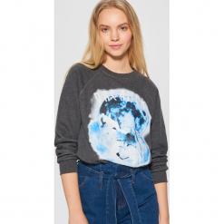 Bluza z nadrukiem - Szary. Szare bluzy rozpinane damskie Cropp, l, z nadrukiem. Za 79,99 zł.