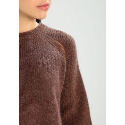 Swetry klasyczne damskie: See u Soon SCOOP NECK Sweter brown and pink