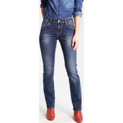 Boyfriendy damskie: Mustang SISSY STRAIGHT Jeansy Straight Leg dark scratched used