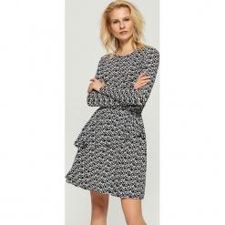 Wzorzysta sukienka - Czarny. Czarne sukienki marki Sinsay, l. Za 79,99 zł.