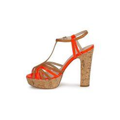 Sandały JFK  -. Czerwone sandały damskie marki Nike. Za 783,20 zł.